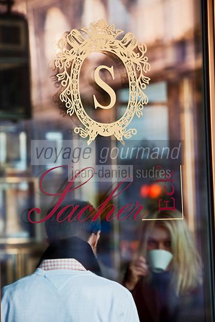 Europe/Autriche/Niederösterreich/Vienne: A la terrasse du Café de l' Hôtel Sacher - le salon de thé de la pâtisserie