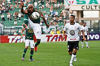 ATENÇÃO EDITOR: FOTO EMBARGADA PARA VEÍCULOS INTERNACIONAIS SÃO PAULO,SP,16 SETEMBRO 2012 - CAMPEONATO BRASILEIRO - PALMEIRAS x CORINTHIANS - Marcos Assunção jogador do Palmeiras   eo tecnico Narciso durante partida Palmeiras x Corinthians válido pela 25º rodada do Campeonato Brasileiro no Estádio Paulo Machado de Carvalho (Pacaembu), na região oeste da capital paulista na tarde deste domingo (16).(FOTO: ALE VIANNA -BRAZIL PHOTO PRESS)