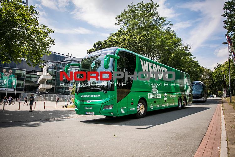 Ankunft Mannschaftsbus, <br /> Sport: nphgm001: Fussball: 1. Bundesliga: Saison 19/20: 34. Spieltag: SV Werder Bremen vs 1.FC Koeln 27.06.2020 <br /> <br /> Foto: Rauch/gumzmedia/nordphoto<br /> <br /> EDITORIAL USE ONLY