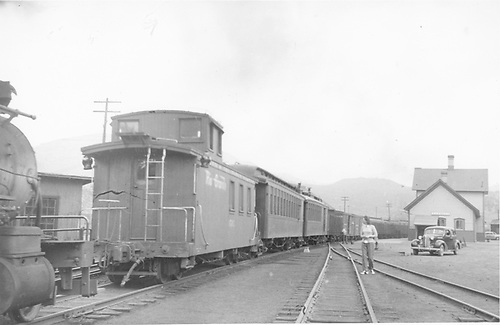 Long caboose #0505 ? At Durango, CO.<br /> D&amp;RGW  Durango, CO  Taken by Vollrath, Harold K. - 5/1946