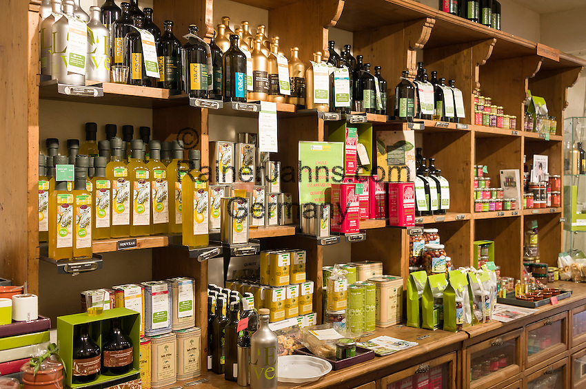 France, Provence-Alpes-Côte d'Azur, Menton: Oliviers  Co. specialised in olive oils   Frankreich, Provence-Alpes-Côte d'Azur, Menton: Oliviers  Co. - Fachgeschaeft fuer Olivenoele