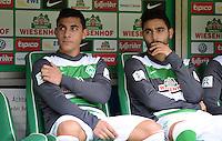 FUSSBALL   1. BUNDESLIGA   SAISON 2013/2014   9. SPIELTAG SV Werder Bremen - SC Freiburg                           19.10.2013 Oezkan Yildirim (li) und Mehmet Ekici (re, beide SV Werder Bremen) sitzen zu Beginn des Spiels auf der Ersatzbank