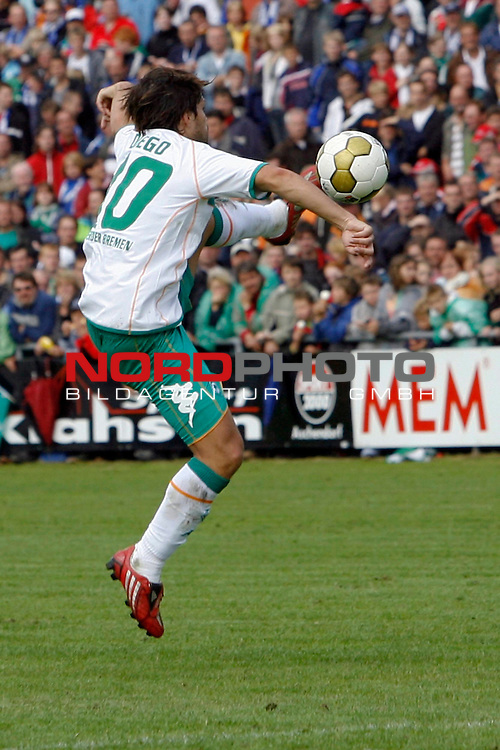 FBL 08/09 Test - BSV Kickers Emden vs. SV Werder Bremen in Loga bei Leer am 20.07.2008<br /> <br /> Freundschaftsspiel - Friendlymatch<br /> <br /> Diego (#10 BRA Werder Bremen) bei einer Ballannahme.<br /> <br /> Foto &copy; nph (  nordphoto  ) *** Local Caption ***