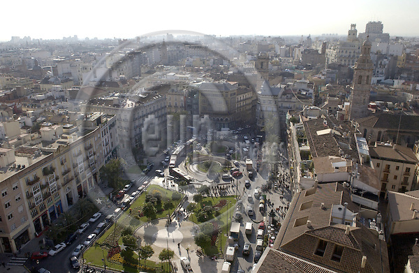 Valencia-Spain, 27 December 2007---Traffic around Plaza de La Reina seen from Micalet / Torre del Miguelete; infrastructure---Photo: Horst Wagner / eup-images