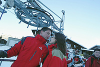 Switzerland. State of Ticino. Airolo. Peschün ski resort. A couple kisses before taking the ski lift. © 2005 Didier Ruef