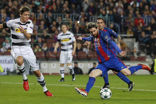 06.12.2016. Nou Camp, Barcelona, Spain, UEFA Champions League group stages. FC Barcelona versus Borrusia Moenchengladbach.  Barcelonas Lionel Messi shoots and scores during the UEFA Champions League match against Borussia Monchengladbach