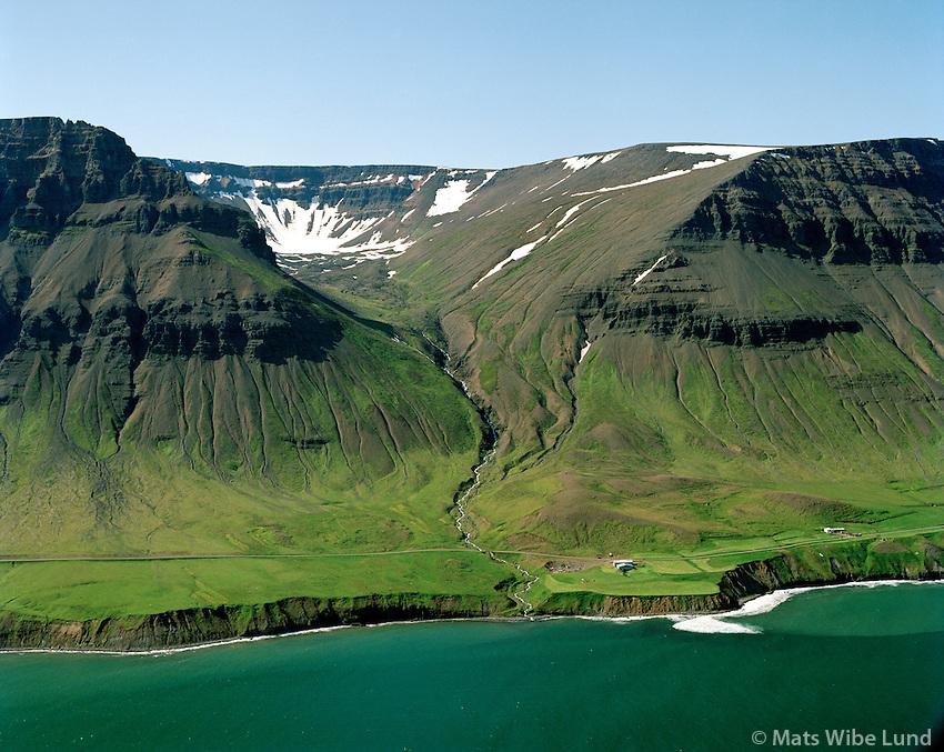 Hólakot séð til norðvesturs, Tindastóll, Skarðshreppur / Holakot viewing northwest, mount Tindastoll, Skardshreppur.