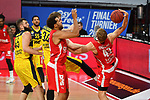 v.re:Christian SENGFELDER (BA) am Ball,<br /> Elias HARRIS (BA).<br /> Ian HUMMER (OL),<br /> Nathan BOOTHE (OL),<br /> Aktion,Zweikampf.<br /> <br /> Basketball 1.Bundesliga,BBL, nph0001-Finalturnier 2020.<br /> Viertelfinale am 18.06.2020.<br /> BROSE BAMBERG-EWE BASKETS OLDENBURG,<br /> Audi Dome<br /> <br /> Foto:Frank Hoermann / SVEN SIMON / /Pool/nordphoto<br /> <br /> National and international News-Agencies OUT - Editorial Use ONLY