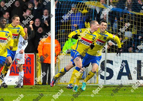 2012-12-02 / voetbal / seizoen 2012-2013 / Westerlo St-Truiden / Kevin Geudens (2e van rechts) heeft zojuist de 3-1 binnen geknald en schreeuwt het uit van geluk.  Nick Van Belle (r) (Westerlo) juicht met hem mee.