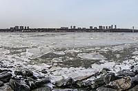 NOVA YORK, EUA, 01.02.2019 - INVERNO-EUA - Grande quantidade de gelo é vista no rio Hudson perto da Ponte George Washington em Manhattan, na cidade de Nova York, nesta sexta-feira, 01. (Foto: Vanessa Carvalho/ Brazil Photo Press)