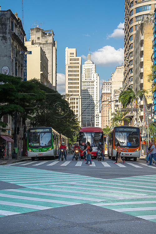 Avenida São João na altura da Avenida Ipiranga ao fundo Edifício Altino Arantes, São Paulo - SP, 07/2016.
