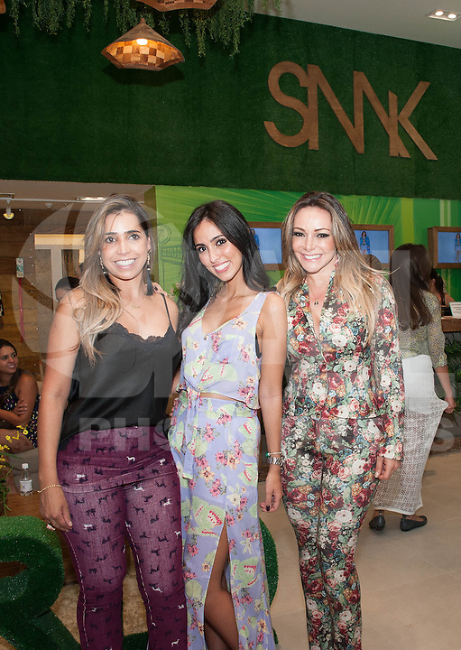 PIRACICABA, 29.04.14 - INAUGURAÇÃO SHOPPING CENTER PIRACICABA - Lilian Cristina Souza Pinto, gerente de compras da Planet Girls e SMK, Jade Seba, bloqueira e Adriana Restum proprietária da Planet Girls e SMK.(Foto: Mauricio Bento / Brazil Photo Press )