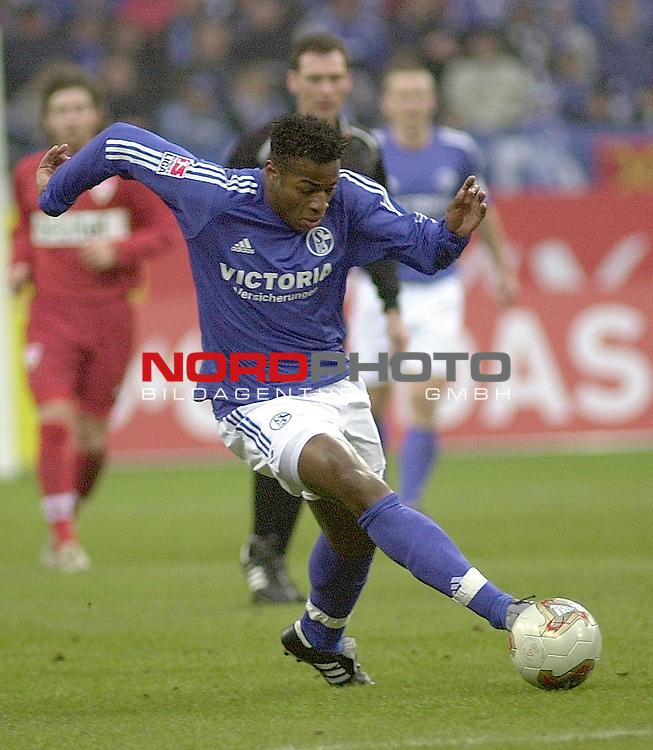 BL 2002/2003 - 21.Spieltag<br /> FC Schalke 04 vs. VFB Stuttgart 2:0<br /> Emile Mpenza von Schalke 04.<br /> Foto &copy; nordphoto <br /> <br />  *** Local Caption *** Foto ist honorarpflichtig! zzgl. gesetzl. MwSt.<br />  Belegexemplar erforderlich<br /> Adresse: nordphoto<br /> Georg-Reinke-Strasse 1<br /> 49377 Vechta