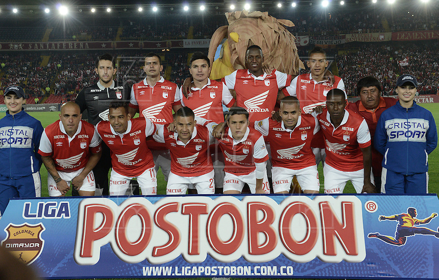 BOGOTÁ -COLOMBIA, 24-01-2014. Jugadores de Santa Fe posan para los fotógrafos previo al encuentro entre Independiente Santa Fe e Itaguí por la fecha 1 Liga Postobón  I 2014 disputado en el estadio el Campín de la ciudad de Bogotá./ Players of Santa Fe pose to the photographers prior a match between Independiente Santa Fe and Itagui for the first date for the Postobon  League I 201 played at El Campin stadium in Bogotá city. Photo: VizzorImage/ Gabriel Aponte / Staff
