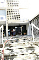SAO PAULO, 23 DE JULHO DE 2012. INCENDIO EM PINHEIROS. Defesa civil entra no Predio que  pegou fogo na rua Simão Alvares em Pinheiros na tarde desta segunda feira. FOTO ADRIANA SPACA BRAZIL PHOTO PRESS