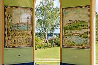 France, Cher (18), Apremont-sur-Allier, labellisé Plus Beaux Villages de France, Parc Floral d'Apremont-sur-Allier, le Belvédère, d'inspiration russe,  panneaux racontant le voyage autour du monde des « Pulcinelli »