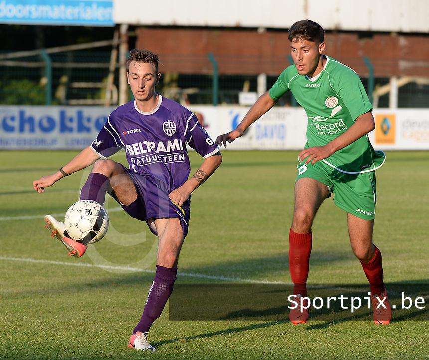 SW Harelbeke - SV Zulte - Waregem : Giovanni Delannoy (links) aan de bal voor Karim Essikal (r) <br /> foto VDB / BART VANDENBROUCKE