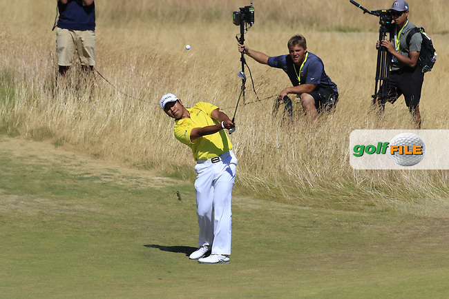 Hideki Matsuyana (JPN) chips onto the 6th green during Friday's Round 2 of the 2015 U.S. Open 115th National Championship held at Chambers Bay, Seattle, Washington, USA. 6/19/2015.<br /> Picture: Golffile | Eoin Clarke<br /> <br /> <br /> <br /> <br /> All photo usage must carry mandatory copyright credit (&copy; Golffile | Eoin Clarke)