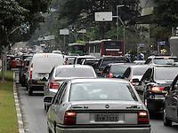 SAO PAULO, SP, 19.09.2013 - TRANSITO SAO PAULO - Transito intenso na Avenida Faria Lima regiao oeste de São Paulo neste quinta-feira, 19. (Foto: Mauricio Camargo / Brazil Photo Press).