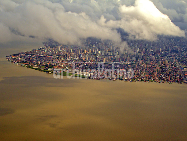 Vista aerea de la ciudad de Belem en la desembocadura del rio Amazonas. *Aereal view of Belem city in the mouth of the Amazon river
