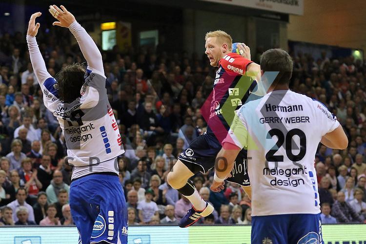 Flensburg, 16.05.2015, Sport, Handball, DKB Handball Bundesliga, Saison 2014/2015, SG Flensburg-Handewitt - TBV Lemgo : Timm Schneider (TBV Lemgo, #19), Jim Gottfridsson (SG Flensburg-Handewitt, #24), Rolf Hermann (TBV Lemgo, #20)<br /> <br /> Foto &copy; P-I-X.org *** Foto ist honorarpflichtig! *** Auf Anfrage in hoeherer Qualitaet/Aufloesung. Belegexemplar erbeten. Veroeffentlichung ausschliesslich fuer journalistisch-publizistische Zwecke. For editorial use only.