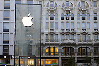 - Milano, il nuovo Apple Store in piazza Liberty<br />