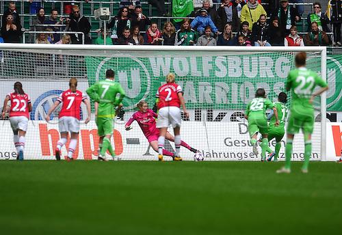 21.04.2013. Wolfsburg, Germany. Womens Champions League, Wolfsburg versus Arsenal, second leg.  Goalie Emma BYRNE (FC Arsenal London)  haelt Elfmeter von Nadine KESSLER (VfL Wolfsburg)