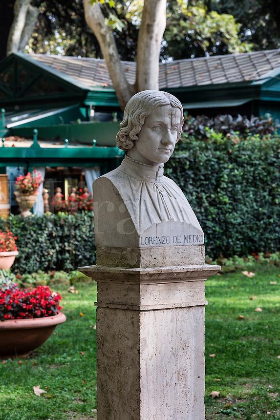Bust sculpture of Lorenzi di Medici, Villa Borghese gardens, Rome, Italy
