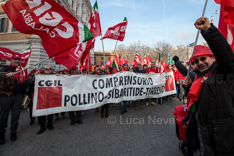 Unknown, Workers and Pensioners from Calabria.<br />