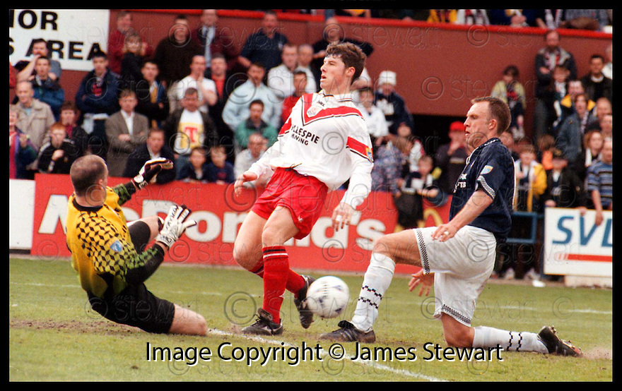 9th May 98     Copyright Pic : James Stewart   .FALKIRK FC V AIRDRIE.JOHN MARTIN SAVES FROM FALKIRK'S DAVID MOSS.........Payments to :-.James Stewart Photo Agency, Stewart House, Stewart Road, Falkirk. FK2 7AS      Vat Reg No. 607 6932 25.Office : 01324 630007        Mobile : 0421 416997.If you require further information then contact Jim Stewart on any of the numbers above.........