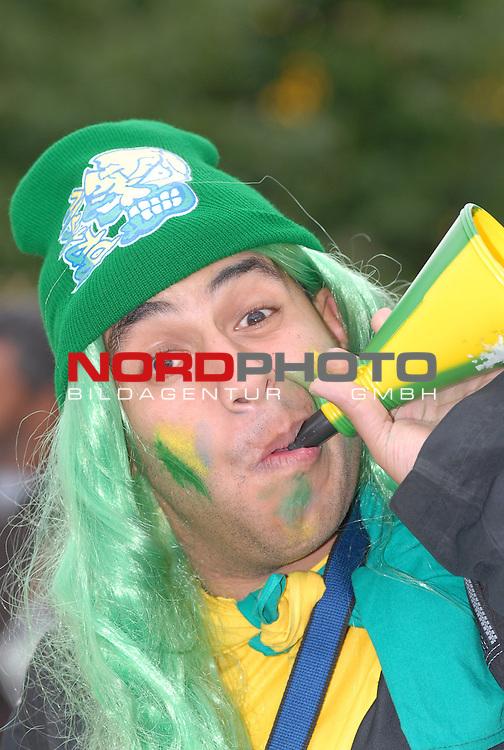 FIFA WM 2006 -  Gruppe F Vorrunde ( Group AF)  Feature<br /> Play   #43 (22-Jun) - Japan vs Brasilien  1 - 4<br /> <br /> a happy Fan from Brasil.<br /> <br /> Foto &copy; nordphoto