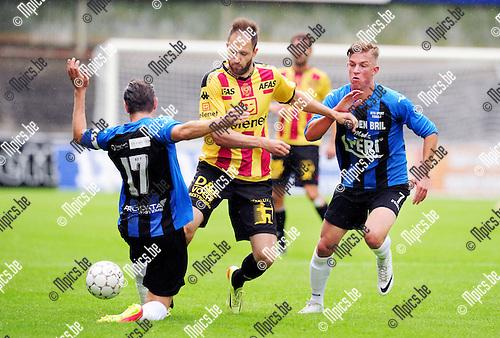 2014-06-28 / Voetbal / seizoen 2014-2015 / Rupel-Boom - KV Mechelen / Dalibor Veselinovic (KV Mechelen) tussen Van der Westerlaken (l.) en Seppe Kil<br /><br />Foto: mpics.be