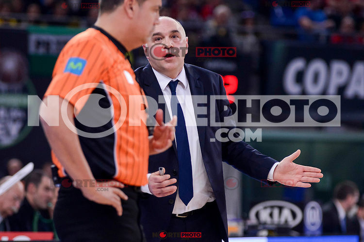 Real Madrid's coach Pablo Laso talking with the referee during Quarter Finals match of 2017 King's Cup at Fernando Buesa Arena in Vitoria, Spain. February 16, 2017. (ALTERPHOTOS/BorjaB.Hojas) /Nortephoto.com