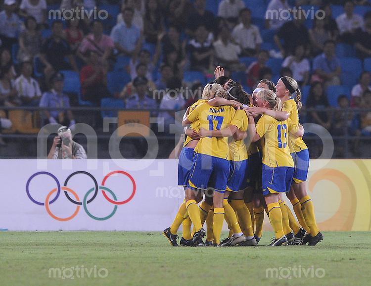 Olympia 2008  Peking  Fussball  Frauen   12.08.2008 Schweden - Kanada Die Schwedinnen jubeln ueber dsa 2:0.