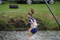 FIERLJEPPEN: JOURE: Accommodatie Koarte Ekers, Fierljepvereniging De Lege Wâlden Joure, 23-06-2012, 1e Klas wedstrijd, Dames A, Klaske Nauta, natsprong, ©foto Martin de Jong