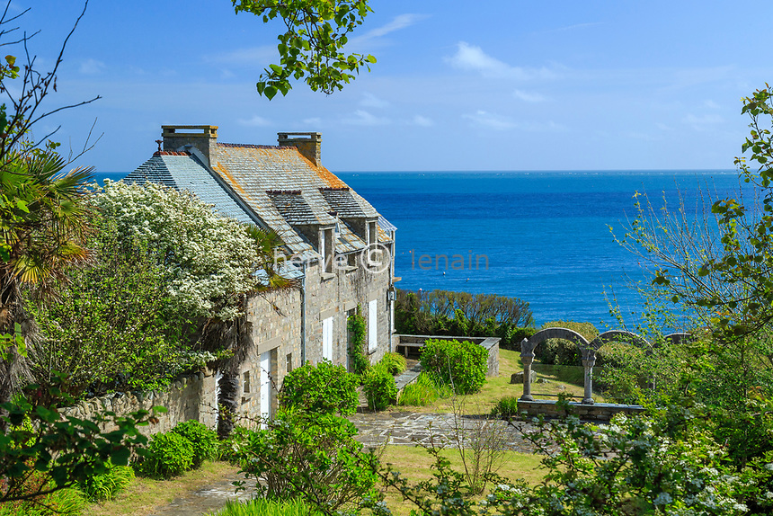 France, Manche (50), Cotentin, Cap de la Hague, Saint-Germain-des-Vaux, Port Racine, habitat traditionnel // France, Manche, Cotentin Peninsula, Cap de la Hague, Saint Germain des Vaux, Port Racine, traditional house