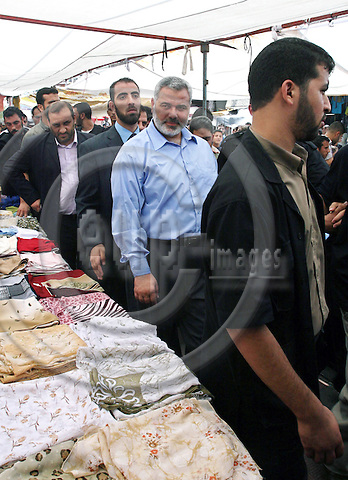 Sacked Palestinian prime minister Ismail Haniya talks to a vendor during a visit to a market in Gaza City, 26 July 2007. Two Palestinians were killed by Israeli fire today, including a Hamas gunman who died after Israeli forces pushed into the southern Gaza Strip and clashes broke out, medical sources said.