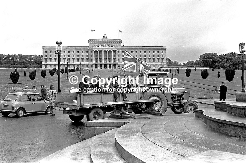Union Jack flying tractor and trailer with farmers on board at the front of Parliament Building, Stormont, Belfast, during the UWC blocade. 197405280118.<br />