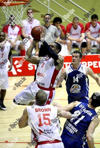 2010-02-02 / Basketbal / Eurochallenge / seizoen 2009-2010 / Antwerp Giants - Krasnoyarsk / Thomas Gardner scoort 2 punten voor Antwerp..Foto: mpics