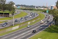 SÃO PAULO, SP, 25/12/2012, VOLTA FERIADO. Movimentação na Rodovia Ayrton Senna, na volta do feriado de Natal. Luiz Guarnieri/ Brazil Photo Press