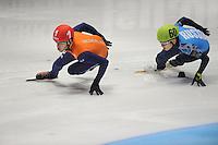 SHORTTRACK: DORDRECHT: Sportboulevard Dordrecht, 25-01-2015, ISU EK Shorttrack, Relay Men Final, Sjinkie KNEGT (NED | #1), Victor AN (RUS | #60), ©foto Martin de Jong