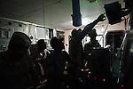 L'équipage du Capotillo surveille le radar à l'approche du port de Jacmel (Haiti), le 18/01/2010. Le bateau de guerre dominicain transporte 40 secouristes français et 80 tonnes de vivres, d'eau et de médicaments pour les vicitmes du séisme.
