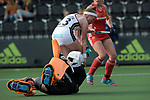 NED - Amsterdam, Netherlands, August 20: During the women Pool B group match between Germany (white) and England (red) at the Rabo EuroHockey Championships 2017 August 20, 2017 at Wagener Stadium in Amsterdam, Netherlands. Final score 1-0. (Photo by Dirk Markgraf / www.265-images.com) *** Local caption *** Teresa Martin Pelegrina #13 of Germany, Madeleine Hinch #1 of England