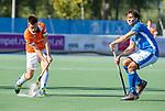 UTRECHT - Thierry Brinkman (Bldaal) met Pepijn Luijkx (Kampong)     tijdens   de hoofdklasse competitiewedstrijd mannen, Kampong-Bloemendaal (2-2) . COPYRIGHT   KOEN SUYK