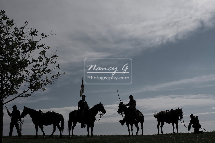 Civil War soldiers silhouette soldier men horses history historical icon symbol fighters males male america american pose line up banner Artist Ride Greifenhagen 873-1148v2 MR 626 627 622 623 624 625 612 613 CD1204