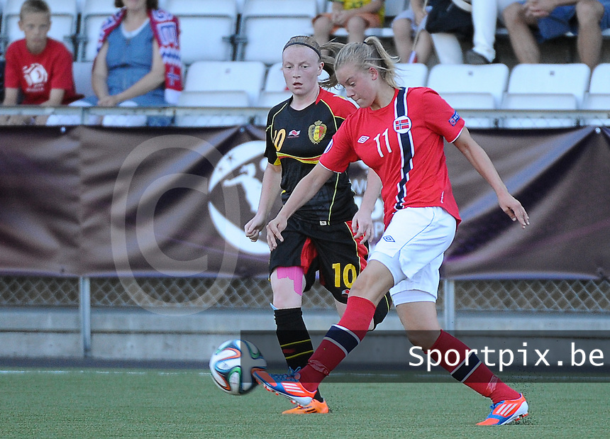 20140718 - Tonsberg , NORWAY : Norwegian Marie Markussen (11) pictured with Belgian Silke Leynen (10) during the female soccer match between Women under 19 teams of Norway and Belgium , on the second matchday in group A of the UEFA Women Under19 European Championship at Tonsberg Stadion , Norway . Friday 18th July 2014 . PHOTO DAVID CATRY