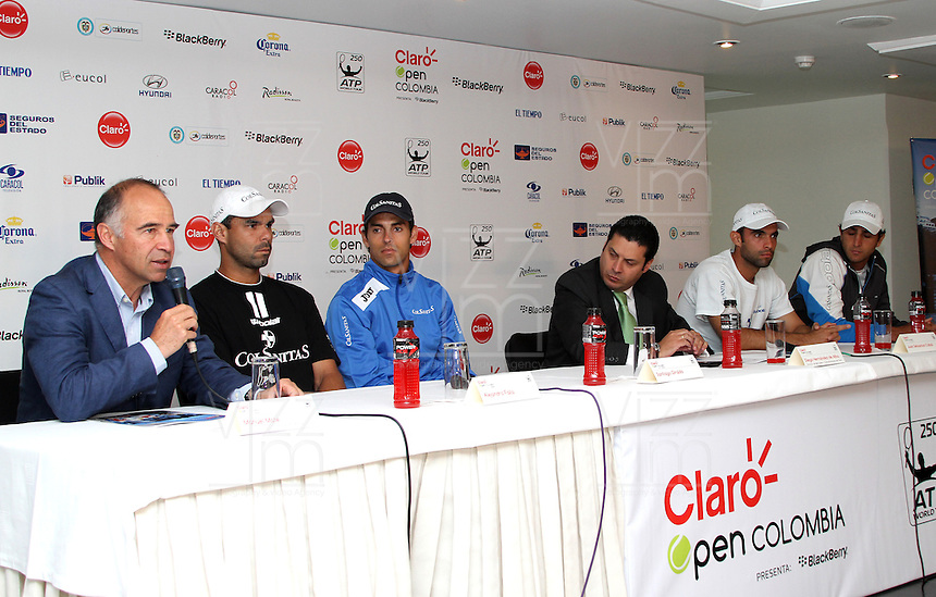 BOGOTA -COLOMBIA, 10-07-2013.  Conferencia de prensa que da apertura al torneo de tenis Claro Open Colombia ATP World Tour 250. De izquierda a derecha : Manuel Mate , presidente IMLA de Colombia Alejandro Falla Santiago  Giraldo , Diego Hern&aacute;ndez de Alba ,Director de Mercadeo y Comunicaciones de Claro ,Juan Sebasti&aacute;n Cabal , Robert Farah .Hotel Radisson./ Press conference that gives tennis tournament opening Colombia Clear Open ATP World Tour 250. From left to right: Manuel Mate, president of Colombia's Alejandro Falla IMLA Santiago Giraldo, Diego Hern&aacute;ndez de Alba, Director of Marketing and Communications of course, Juan Sebastian Cabal, Robert Farah. Radisson Hotel. <br />