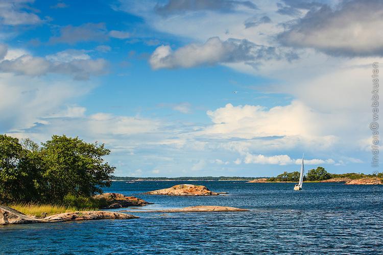 Segling vid Långviksskär i Stockholms södra ytterskärgård