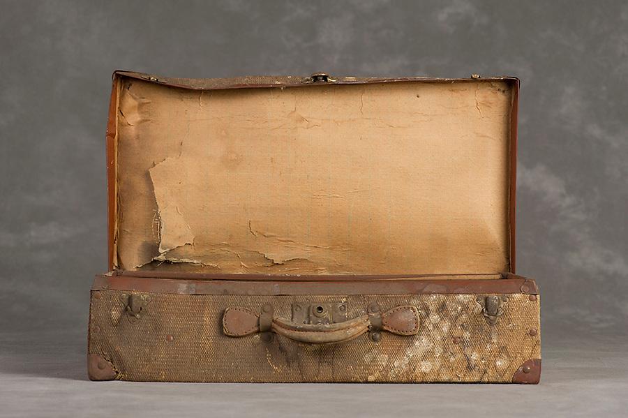 Willard Suitcases / Dorthea B / ©2014 Jon Crispin