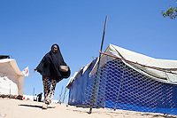 Tunisie RasDjir Camp UNHCR de refugies libyens a la frontiere entre Tunisie et Libye ....Tunisia Rasdjir UNHCR refugees camp  Tunisian and Libyan border  *** Local Caption *** femme de l'Erythree....Erythrean women ..
